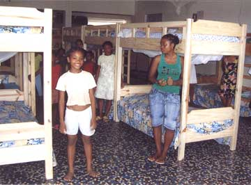 Dortoir de l'orphelinat Ste Jeanne d'arc à Majunga